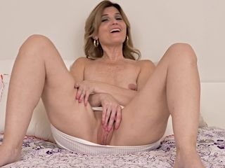 blonde cougars nackte